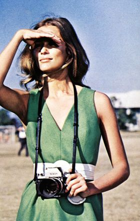 lauren-hutton-with-camera